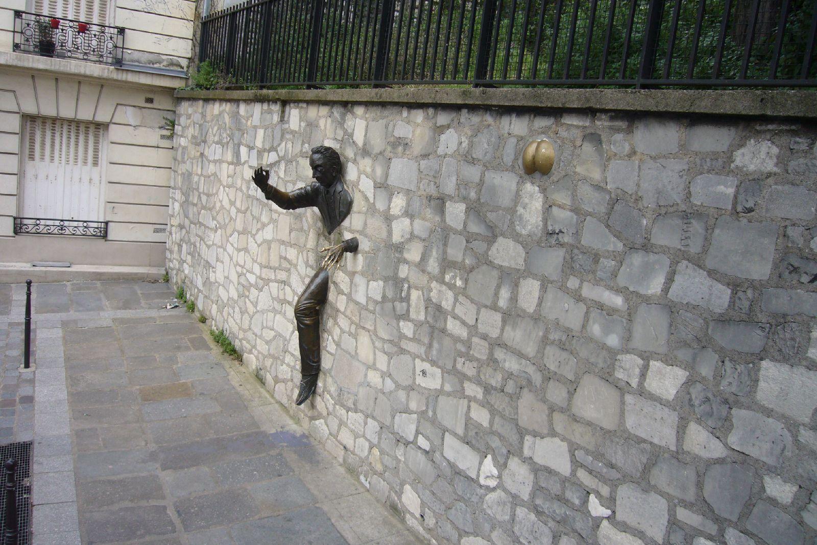 monmartre-2012_przechodzi-mur